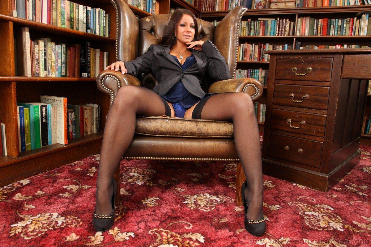 ofiste azgın sekreterime sakso çektirdim